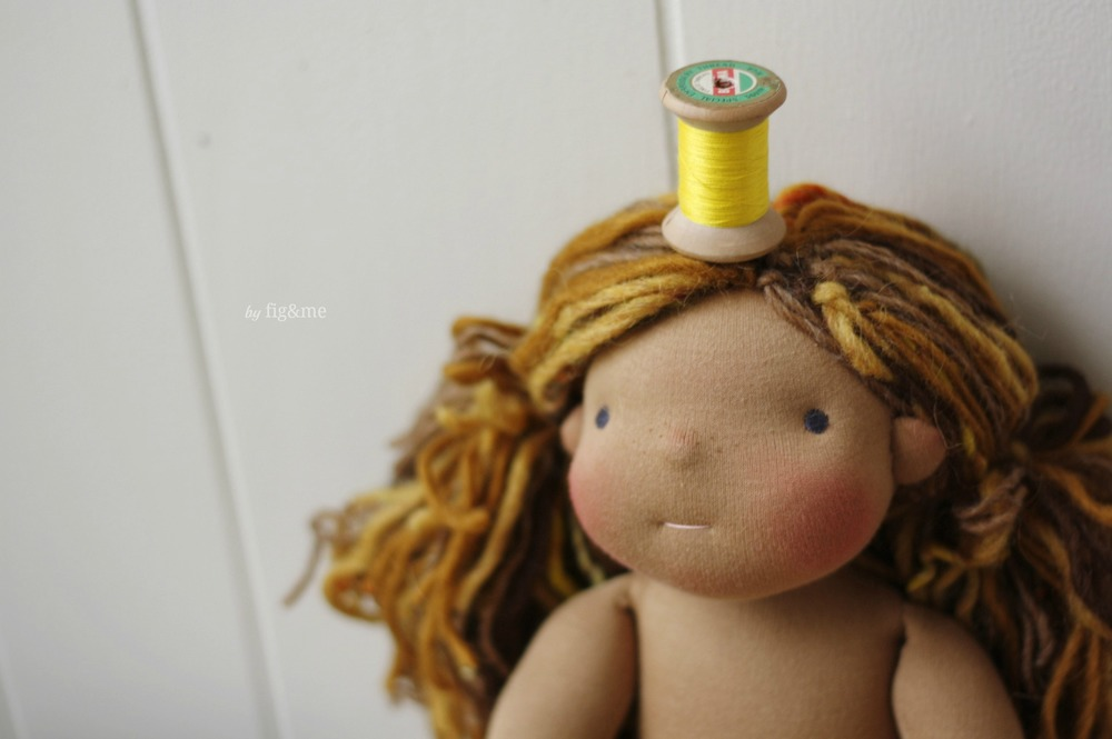 Lottie and her spool of yellow thread, by Fig&me.