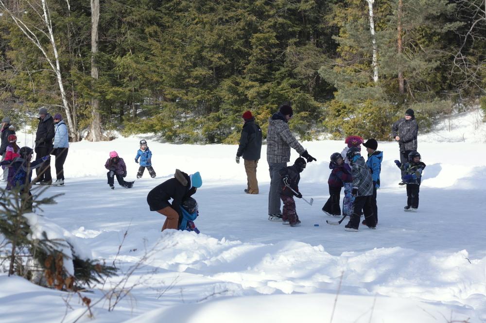 canada-pond-skating.jpg