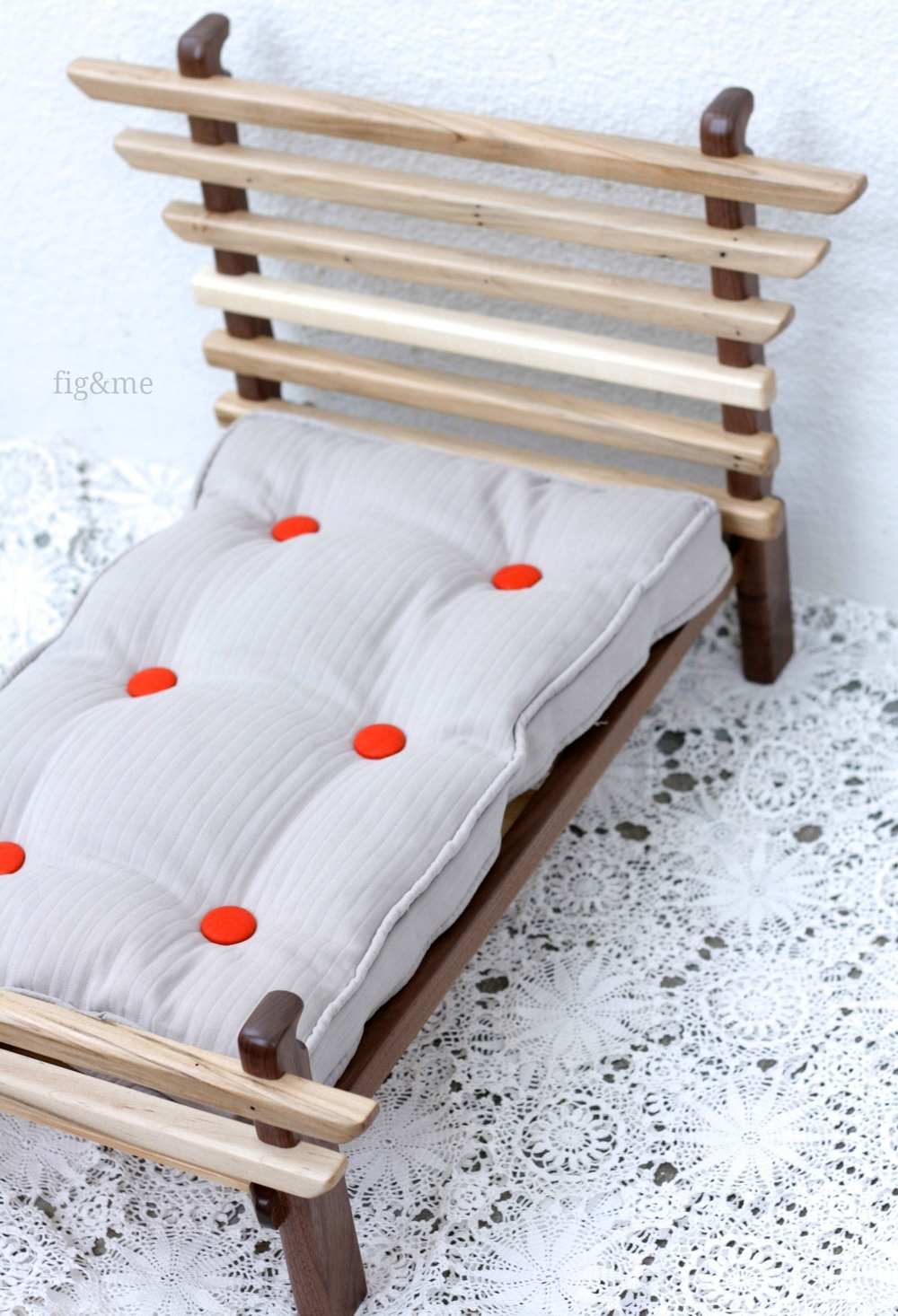 Tufted and piped doll mattress, by Fig&me