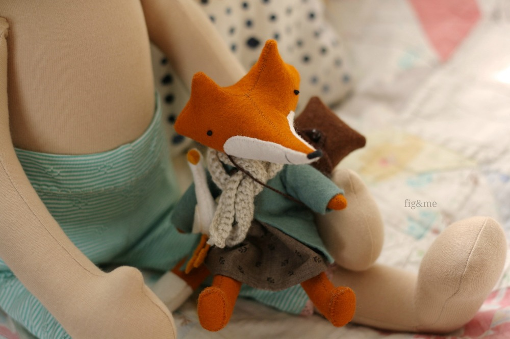 Pepper holding my Manomine fox, by Fig&me
