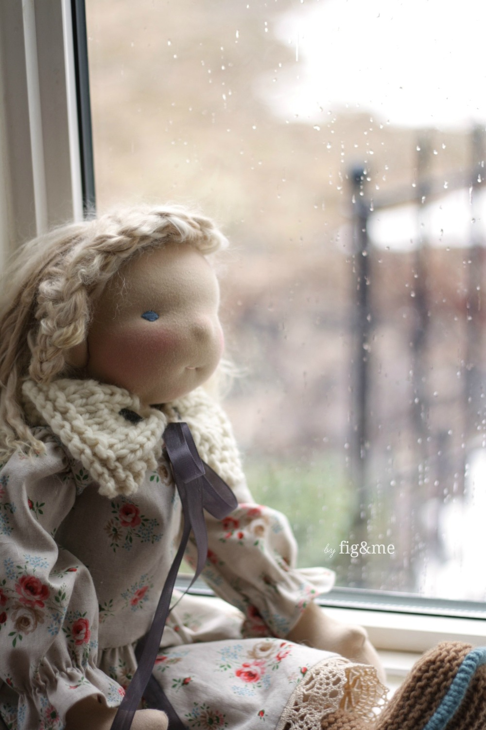 A doll and the rain, by Fig&me