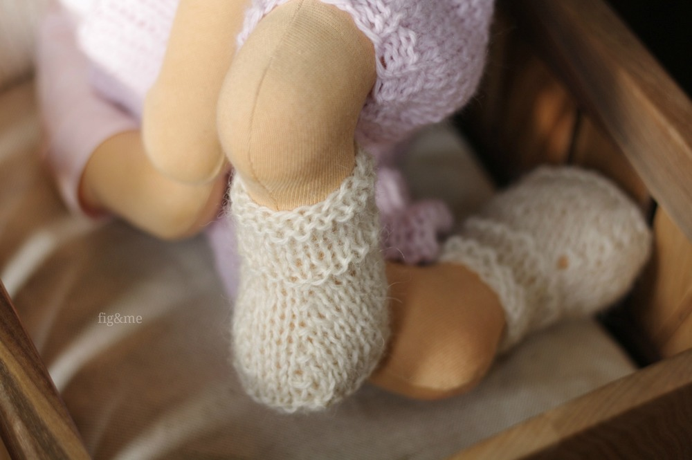 Hand knit baby boots, by Fig&me