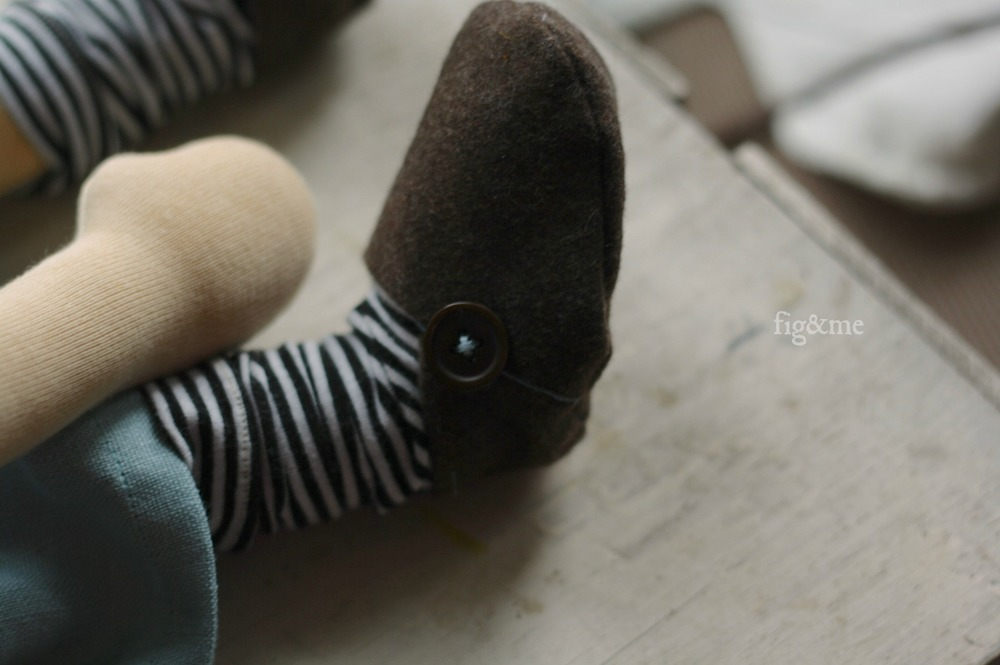 His little shoes, by Fig&me