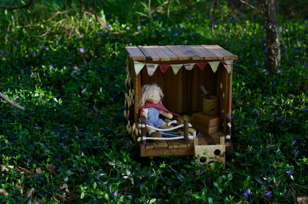 Thea and her tree house, by Figandme.