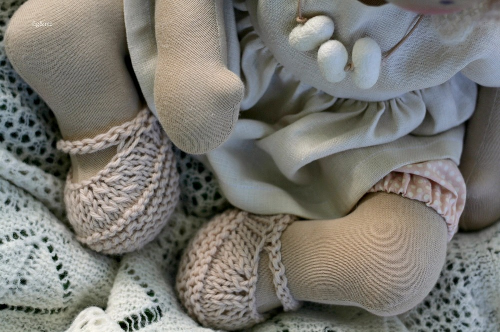 Details of Elderflower doll clothes, by Figandme.