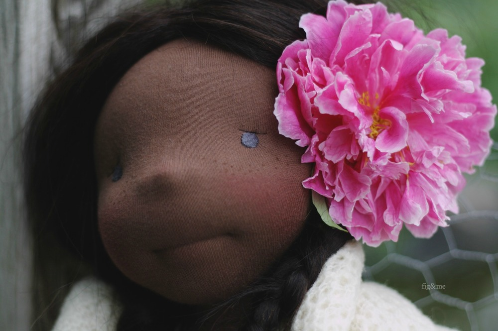 Hettie Gray and her peony, by Fig&me.