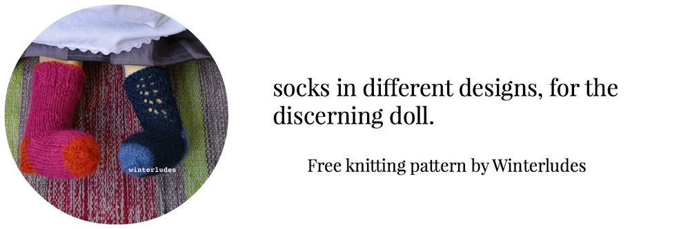 waldorf-doll-clothes-winterludes-socks.jpg