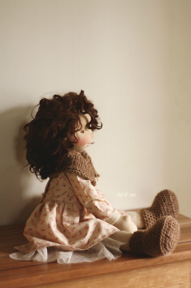 Oona, sitting pretty for me. A natural fiber art doll (waldorf inspired) by Fig and me.