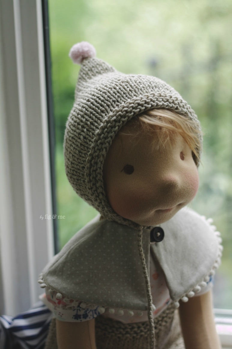 Saskia, a natural fiber art doll by Fig and me, wears her knitted bonnet with a single tiny pompom. Because obviously such a tiny pompom is just the thing she wanted.