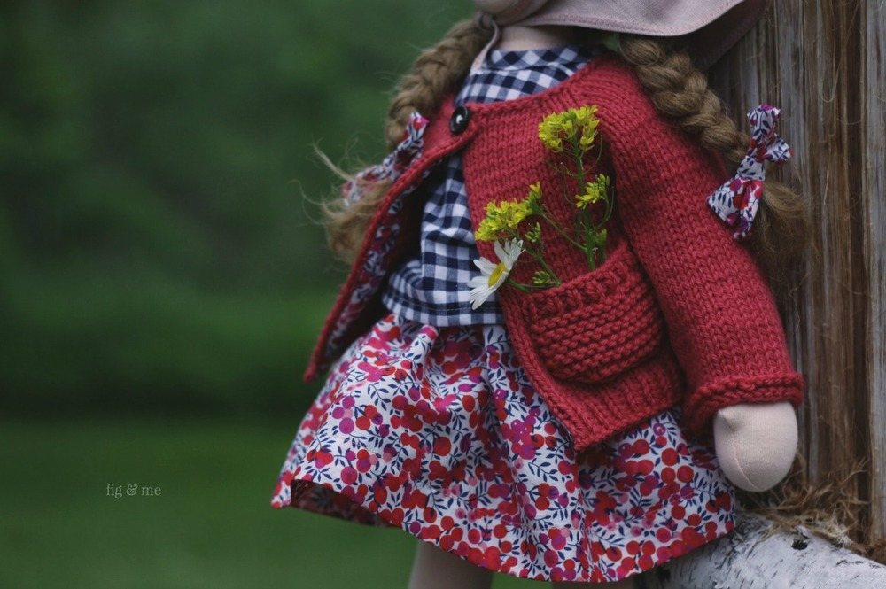 Pockets are for carrying little posies made of mustard and daisies. By Fig and Me.