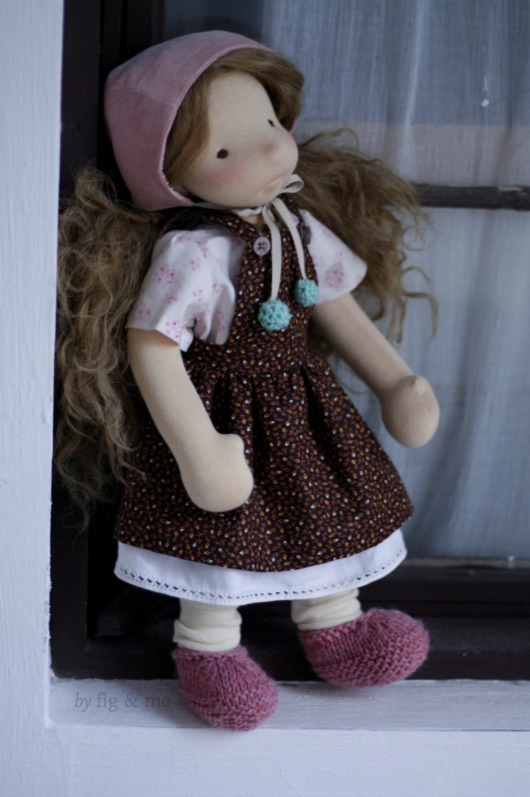 Hester, wearing her cotton dress with linen underskirt, her pretty blouse and bonnet and her pink moccasins. By Fig and Me.