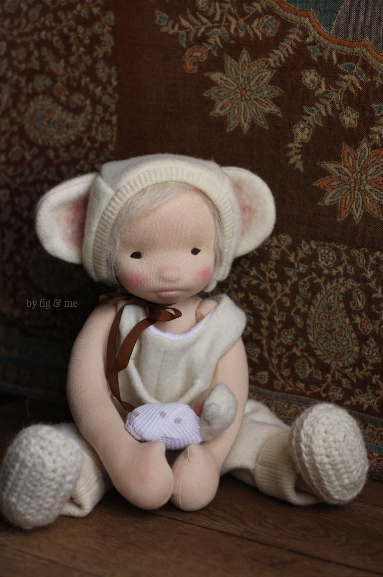 Raisa is a country  mouse and likes to take care of her wee baby. By Fig and Me.