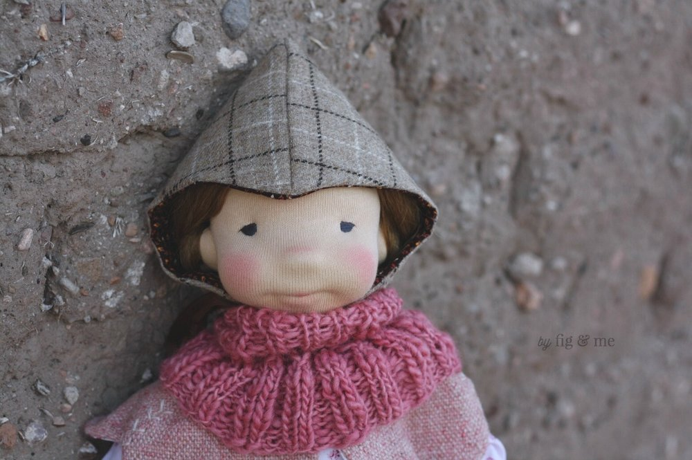 Robin, wearing her plaid woollen hat and her knitted cowl. By Fig and Me.