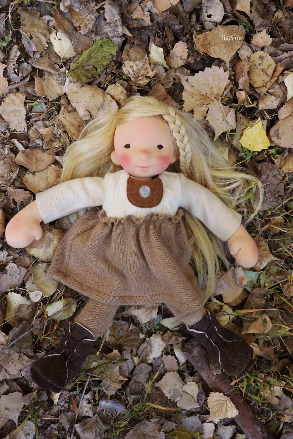 Playing on a bed of leaves. By Fig and Me. #naturalfiberartdoll #dollmaking #customdoll