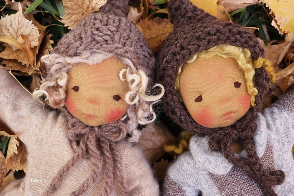 Winter and Mori enjoying a sunny day. Their knitted hats are made of super soft and chunky yarns, our favourites! Dolls made by Fig and Me.
