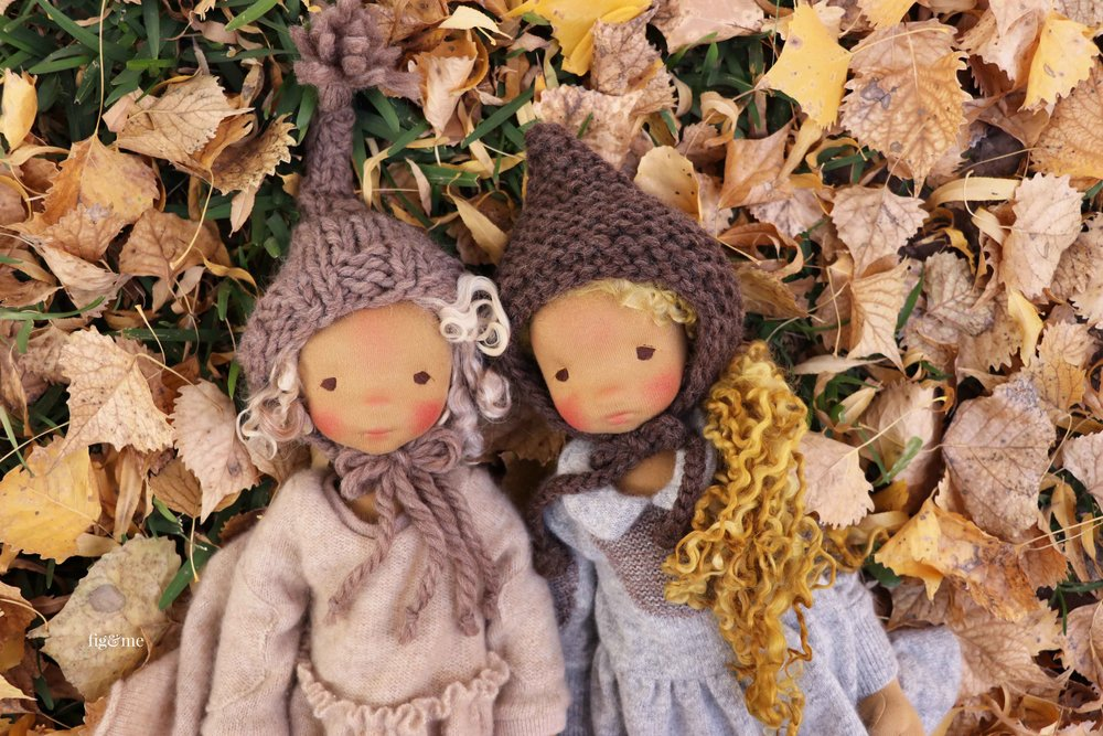 Winter and her sister Mori are two natural fiber art dolls by Fig and Me. #dollmaking #artdolls #knittingfordolls