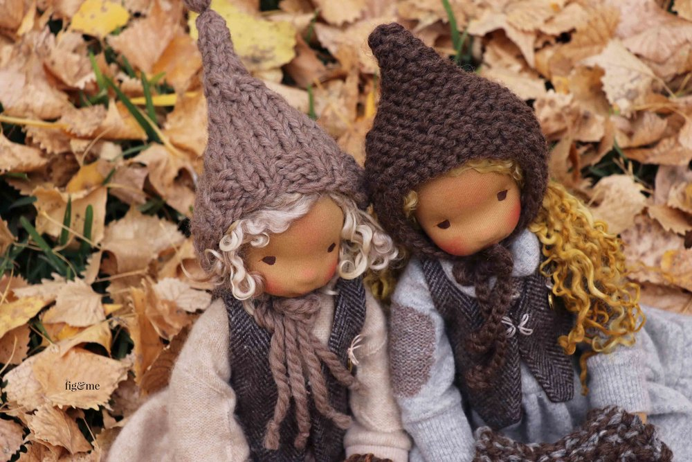 Winter and Mori, listening to their story. Natural fiber art dolls by Fig and Me. #dollmaking #artdoll #clothdolls