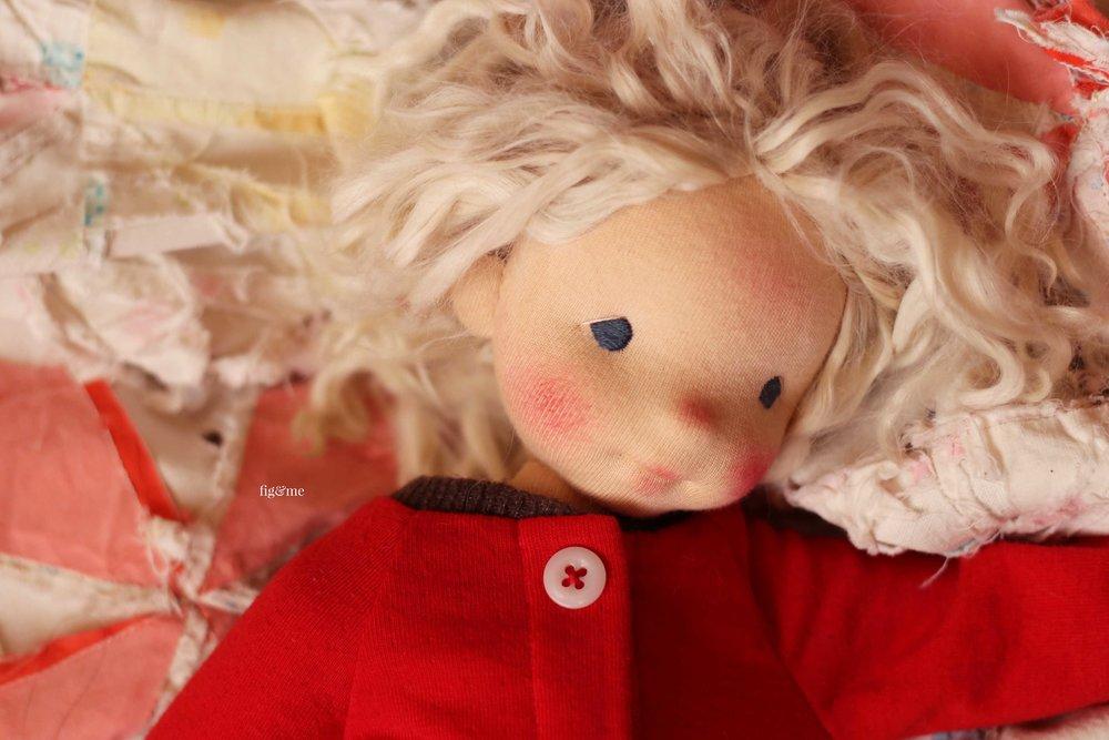 Runa, the sleepy head. A natural fiber art doll by Fig and me.