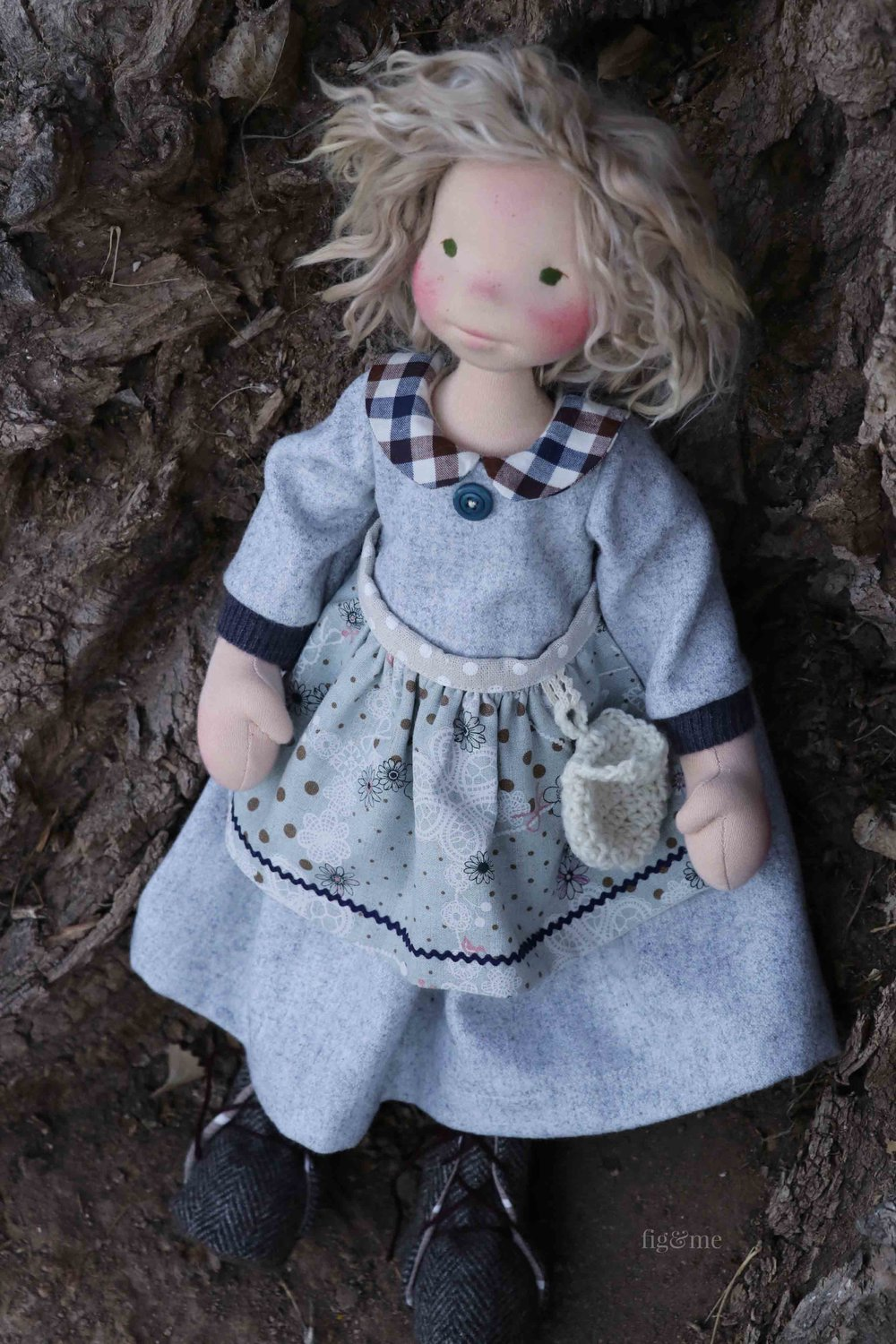 Snow White is a contemporary art doll, made of all natural materials by Fig and Me. Wearing her handmade clothing and inspired by the lovely fairy tale of the Brothers Grimm.