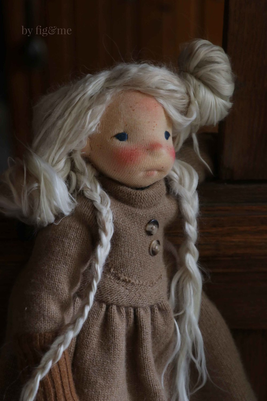 Doll Making Tutorial, how to make doll wefts (using Suri Alpaca locks). via Fig and Me.