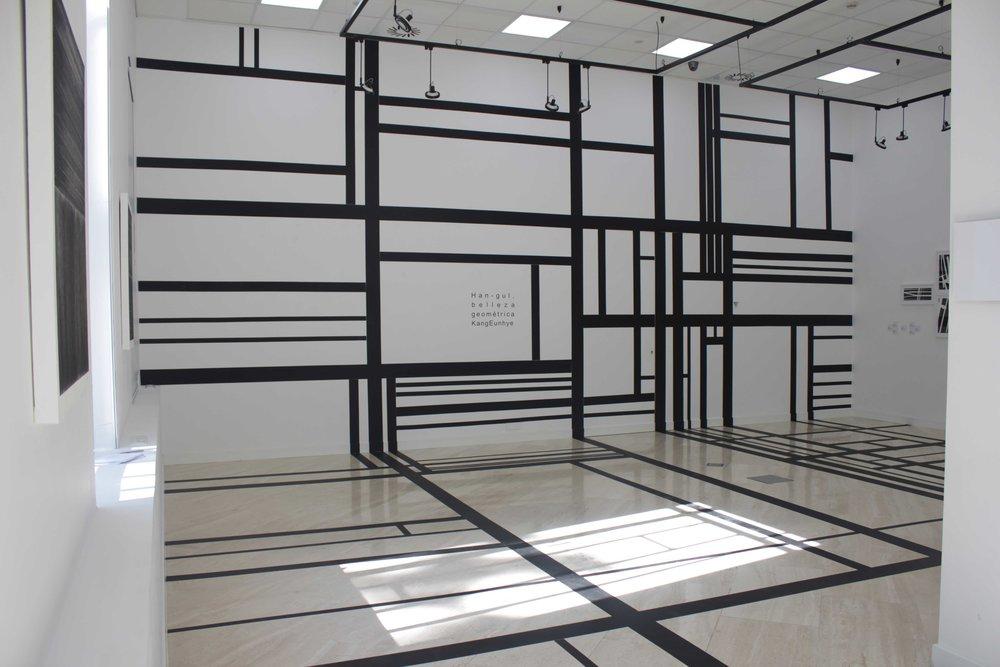 3.EunHyeKang_Han-gul, Belleza Geometrica_Gaffer tape_Site-specific installation_2016.jpg