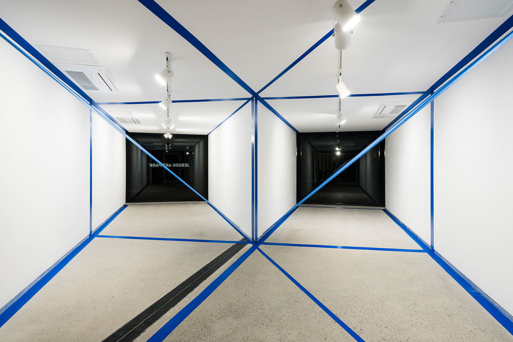 1.EunHyeKang_Gestalt_Tape,-Cotton-yarn_Site-specific-installation_2018.jpg