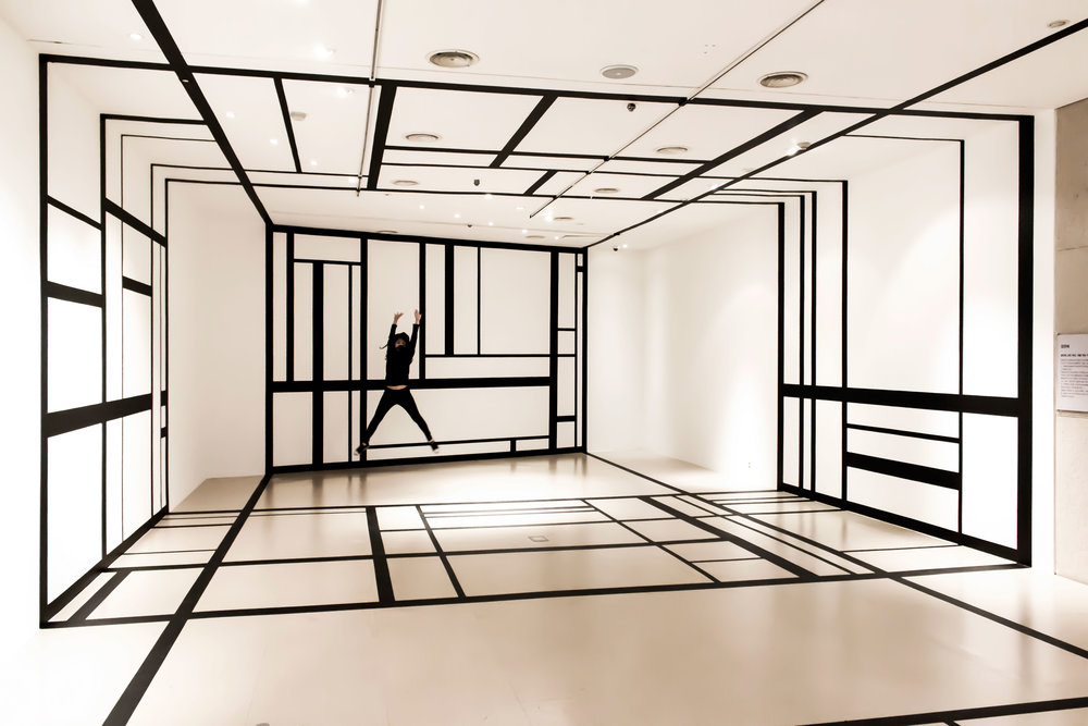 5.EunHyeKang_Linear-Space_Tape_Site-specific-installation_2018.jpg