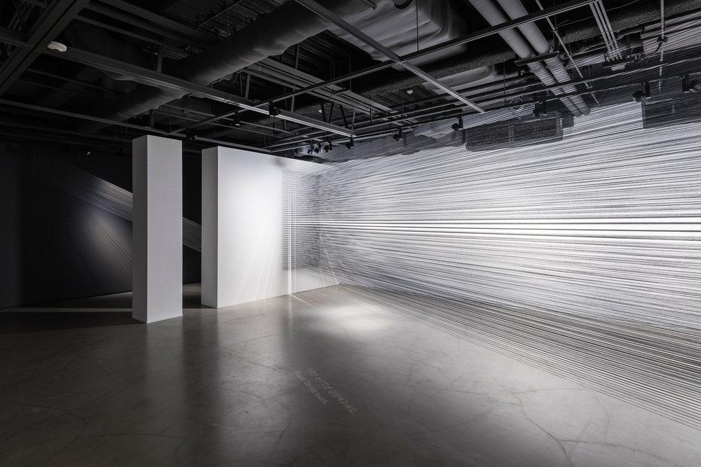 01.EunHyeKang_Flexible Tension_Cotton yarn_Site-specific installation_2018.jpg