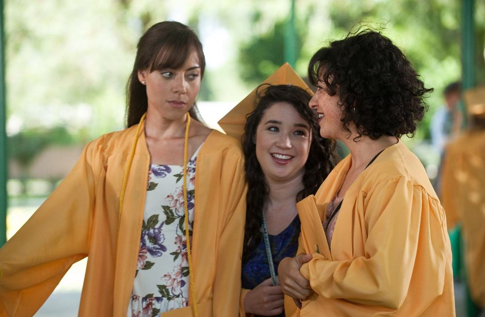 Plus, they appear to be graduating from Newington High. Ladies get to wear the yellow robes, what! (photo from filmofilia.com)