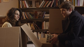 Donna (Slate) and Max (Lacy) talk books, cardboard. (pic from sundance.org)