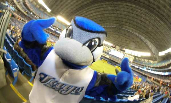 Ace refuses to be photographed with anything but a fishbowl lens. (tailgatefan.cbslocal.com)