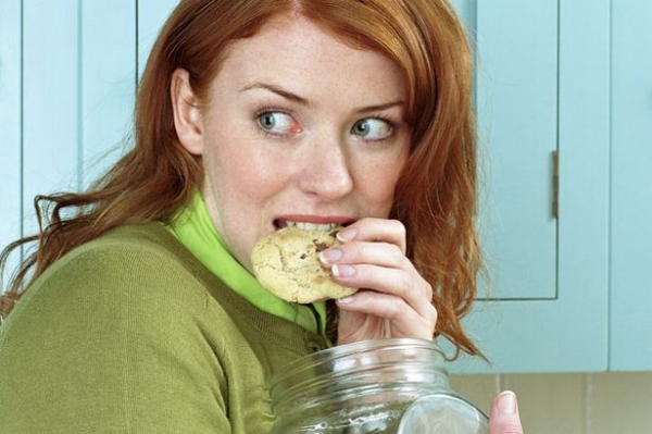 This woman appears to be snacking, but we all know that can't be. (lapbandsurgery.com)