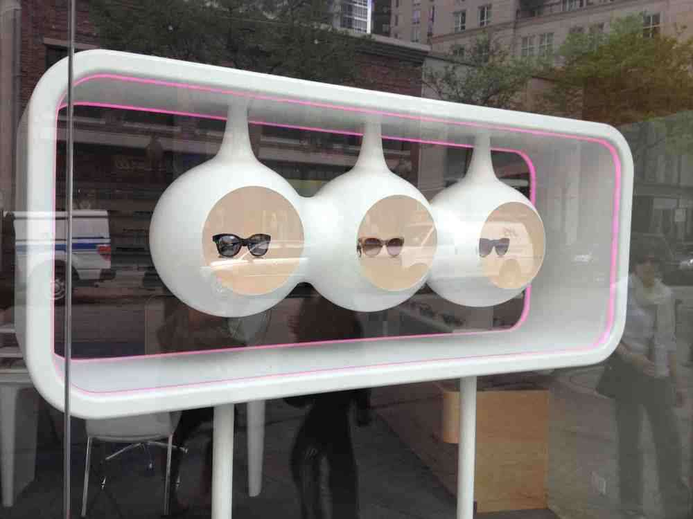 Not sure what is about eyewear stores but it doesn't matter if it Calgary or Chicago, it seems they often have the most creative and fun windows.  This one has a pop art, Jetson-like design.  The eye glassed are set inside what looks like large eyeballs.  How fun is that?