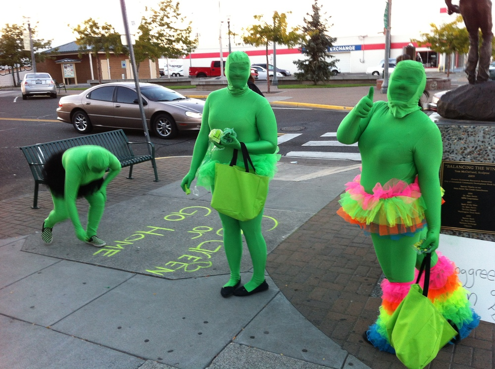 We found these green ladies in historic downtown Kennewick handing out green M&M as part of the First Thursay art walk event. We also found a couple of ducks!