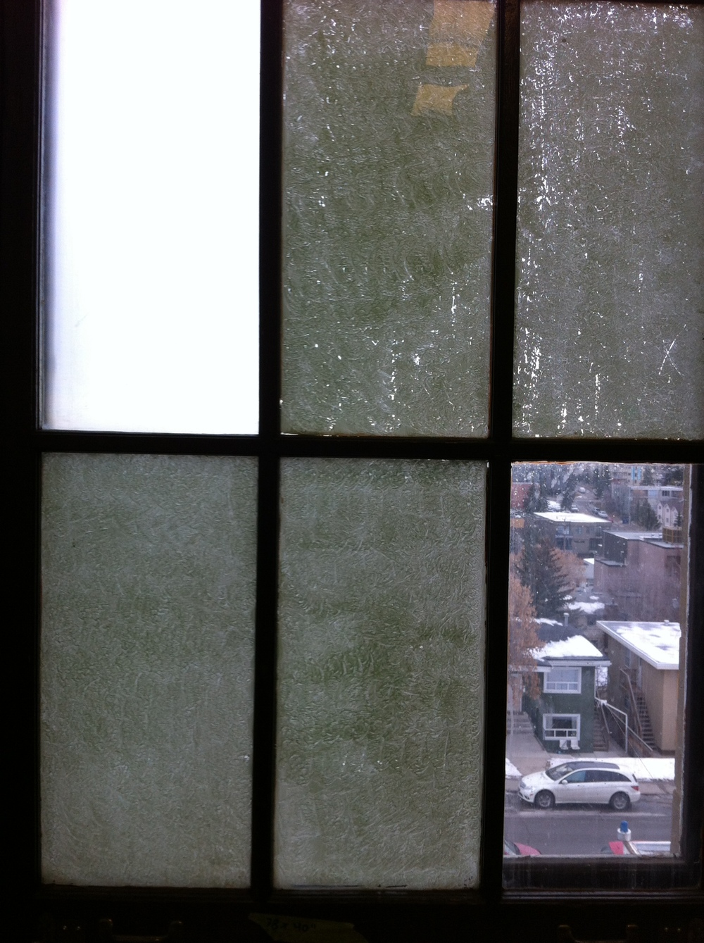 I thought this window with just one clear pane created an interesting juxtaposition of light and space.