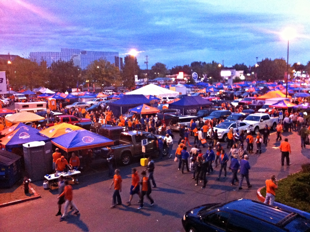 The Boise tailgate party was a sea of blue and orange around the stadium.  I'd estimate the crowd at about 10,000 people.