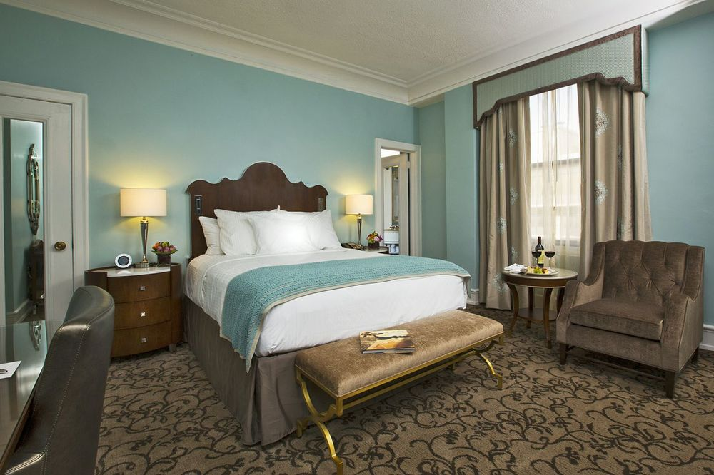 This photo of our room shows the headboard lights, which as you can see can easily be missed given there are lamps on the bedside tables (Photo Credit: The Peabody Memphis)