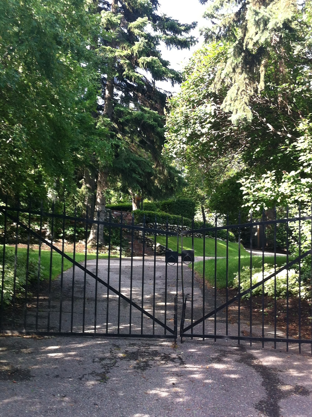 Many of the homes have huge lots that are like private parks.