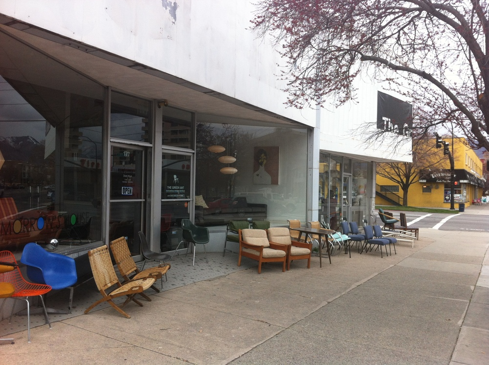 We did find one street (Broadway) with some pedestrian oriented shops in SLC. Loved the mid-century modern shops, our favourite was The Green Ant.