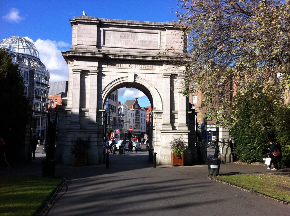 Fusilier's Arch is located at the entrance/exit to the park from Grafton Street. Built in 1907, it is dedicated to the Royal Dublin Fusiliers who fought and died in the Second Boer War (1899 - 1902).