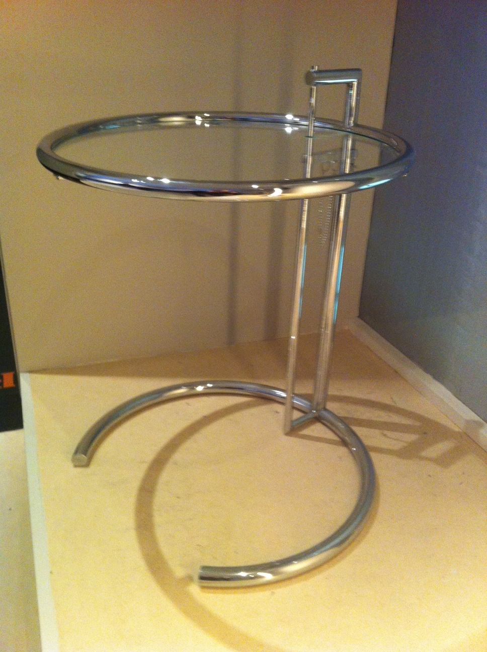 Gray's iconic end table named E1027.