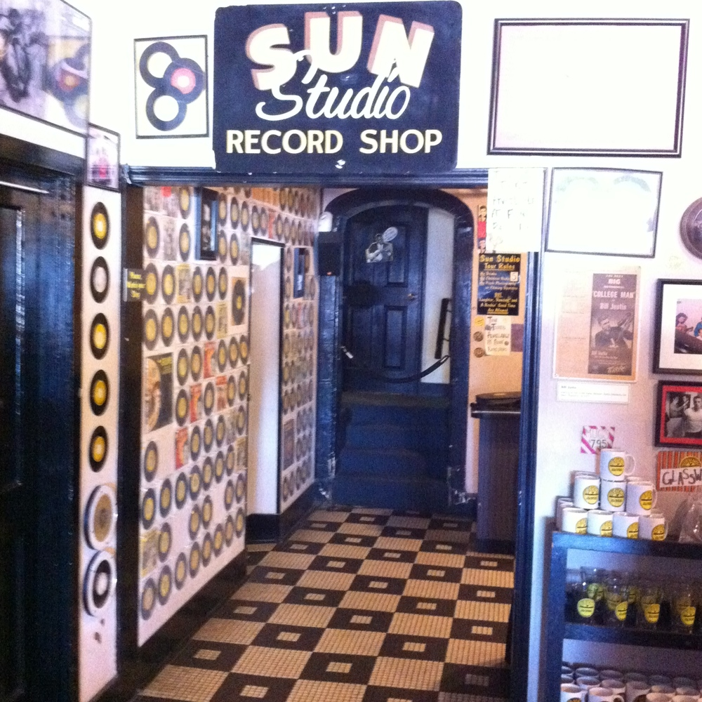 The lobby of Sun Studio looks like a '50s diner.