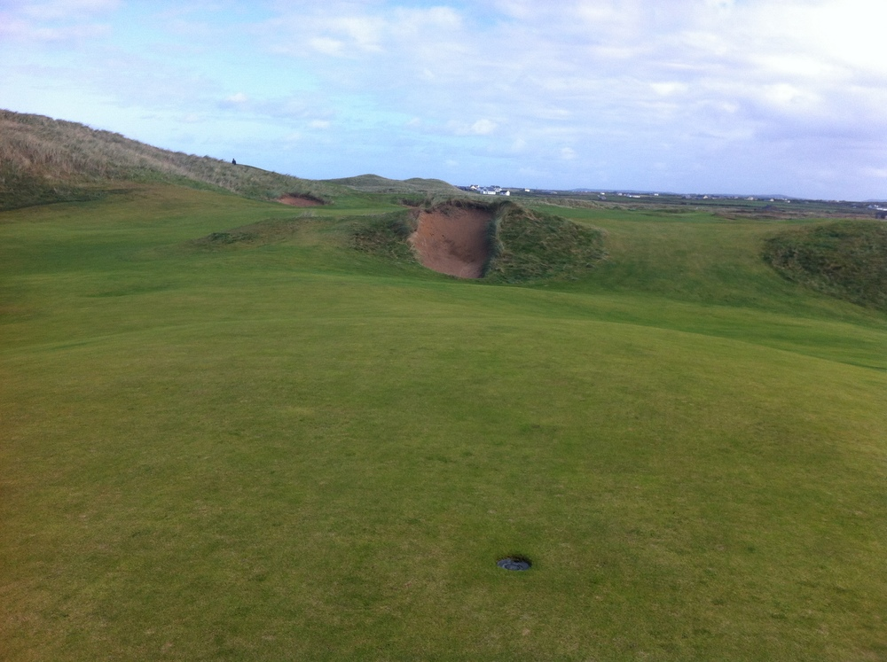 This is one bad looking bunker daring you to try and carry it.