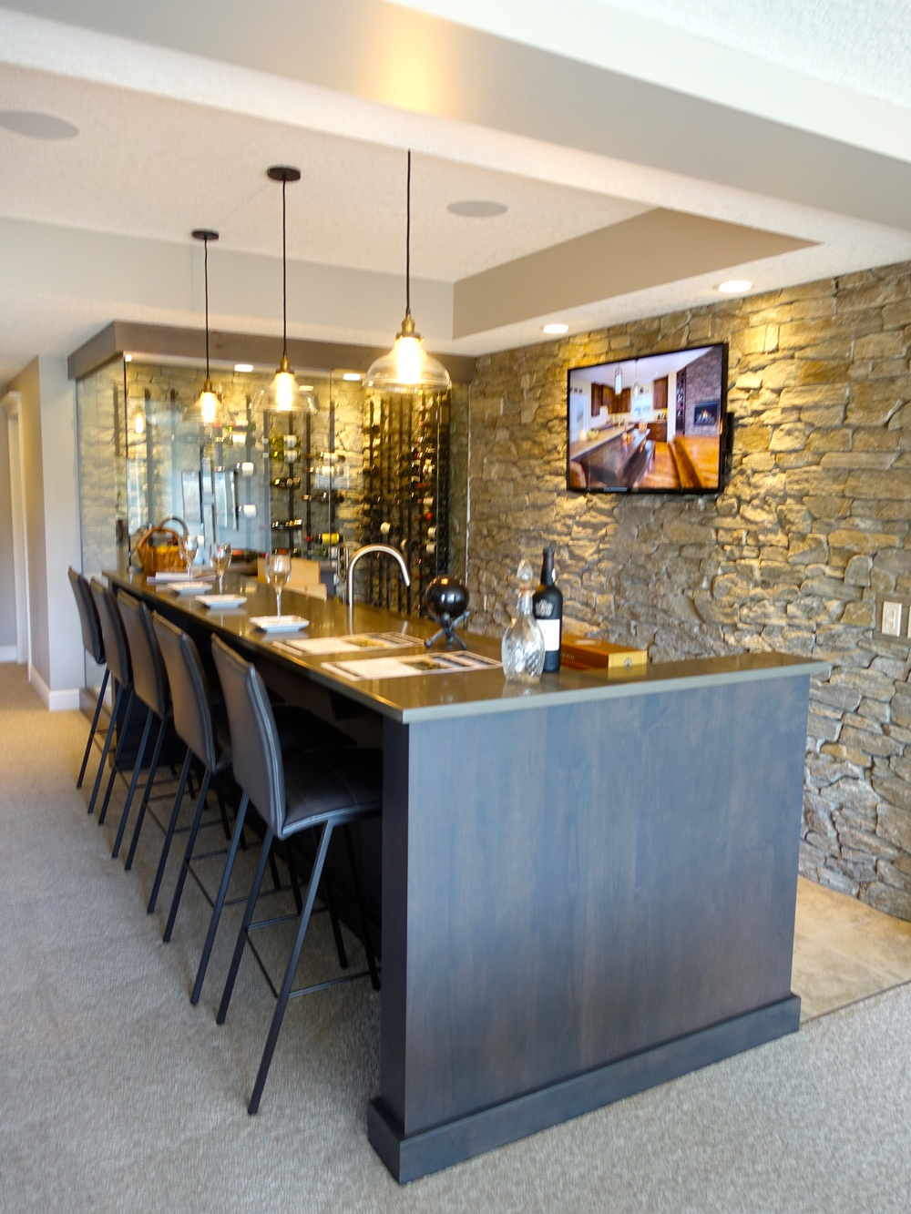 Enjoy your private wine cellar and tasting bar with friends.