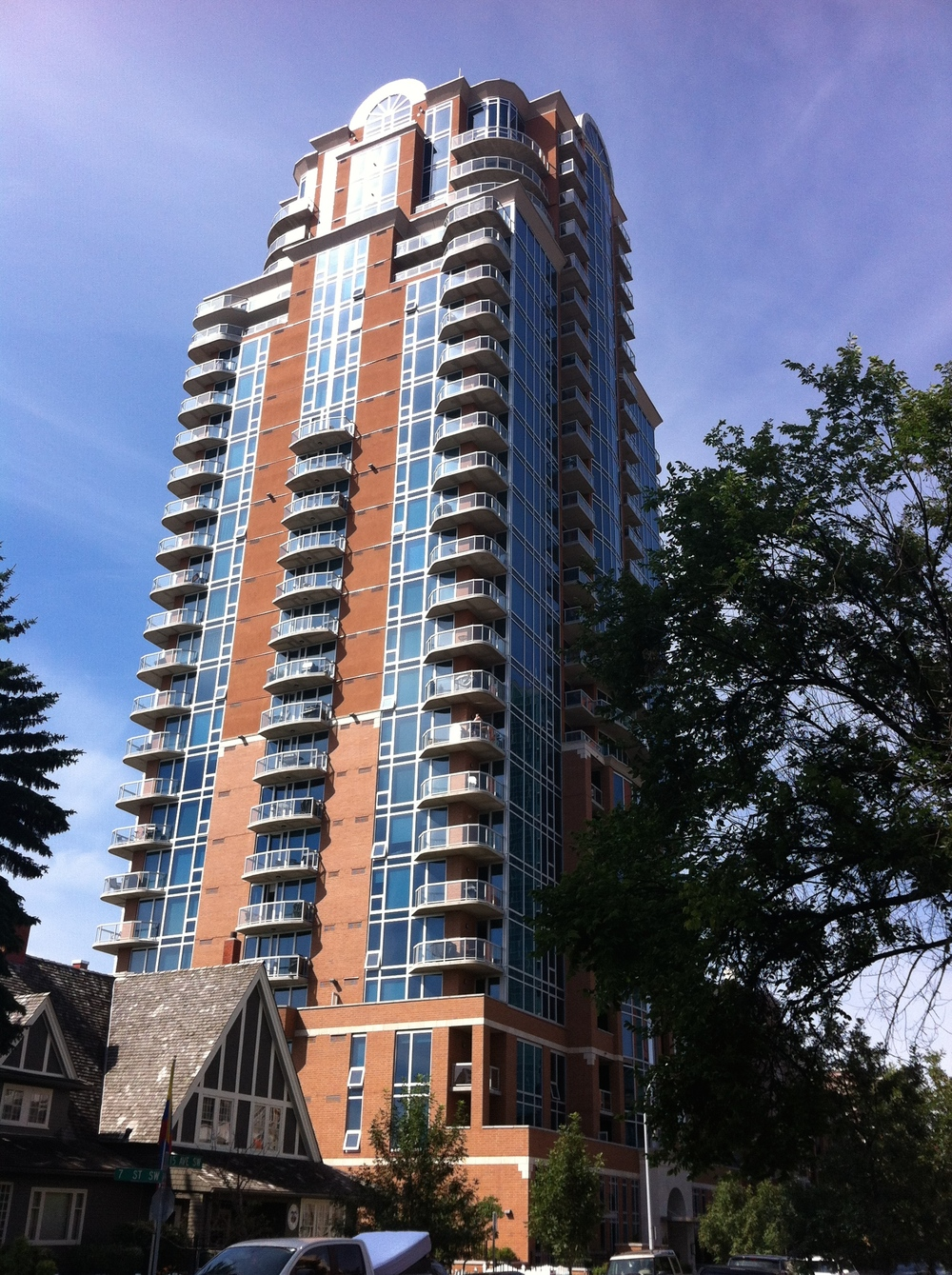 Montana condo near RED, Calgary's retail /entertainment district.