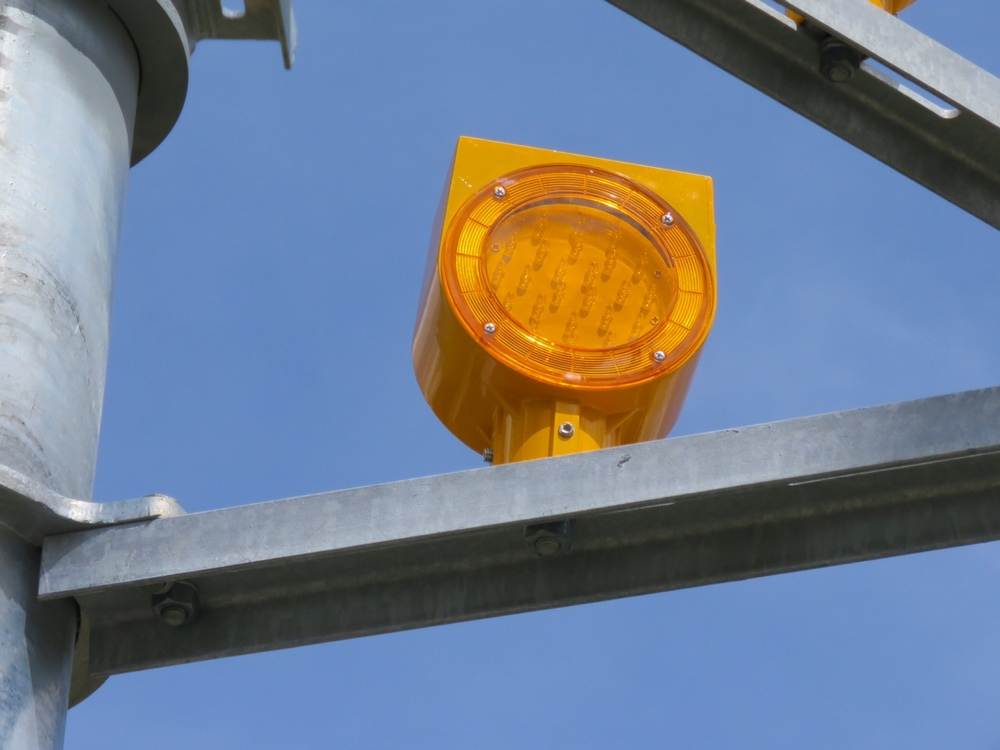 The yellow lights are the same as you see on roadside construction sites.