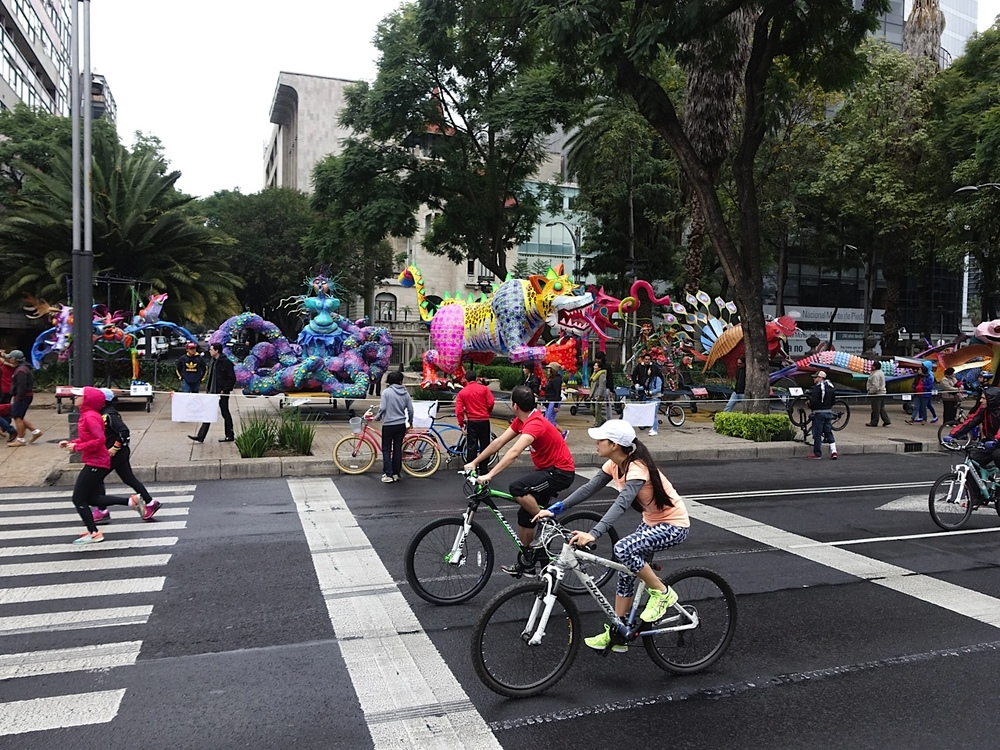 Enjoying a Sunday morning ride along Passeo de la Reforma.  Note the playful, colourful sculptures in the backbround. They helped created a carnival atmosphere that will be the subject of a future blog.