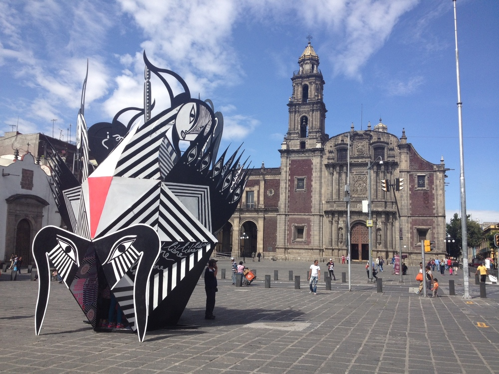 Loved the juxtaposition of the modern spirit figure workart and the old church in Mexico City. The ironic thing was I had seen the artwork in the alley next to the Toy Museum in another part of the city the day before.