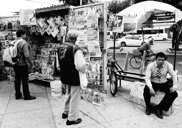 """""""Readers"""" (Paseo de la Reforma, Mexico City)"""