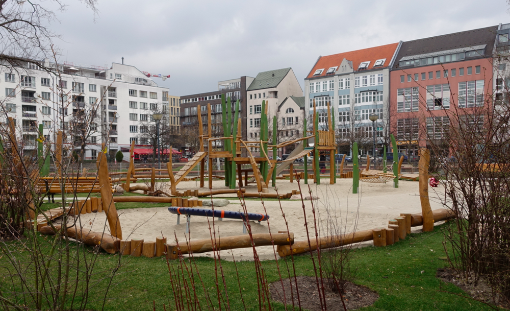 This new playground had stumps and logs to walk along around the entire playground. It also served as seating.